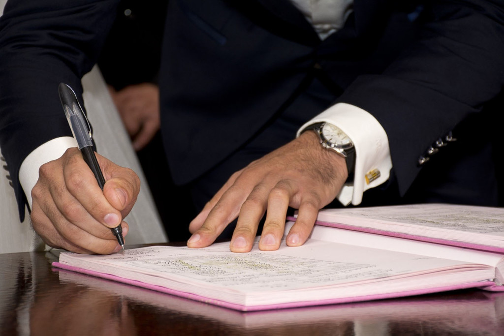 mayor-signature-sign-adult-agreement-antenuptial