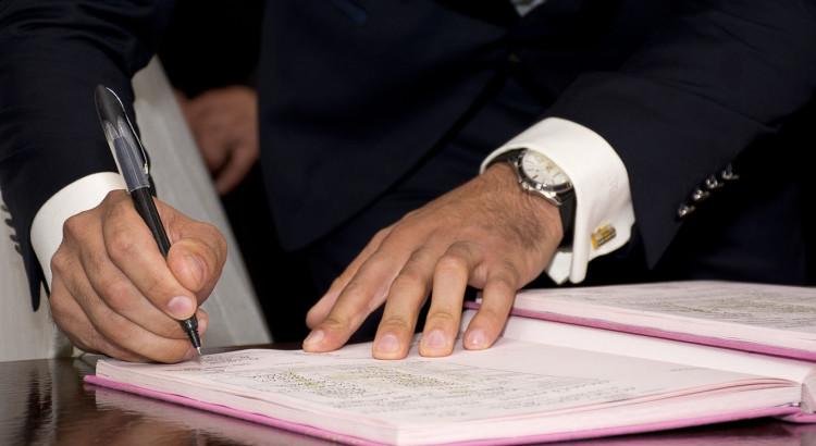 mayor-signature-sign-adult-agreement-antenuptial